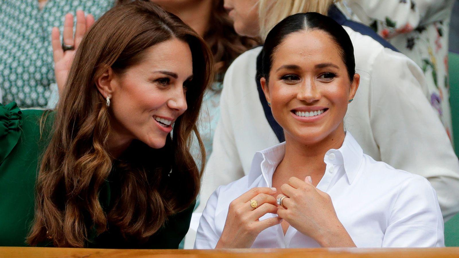 Foto: Kate Middleton y Meghan Markle, en la final femenina de Wimbledon. (EFE)