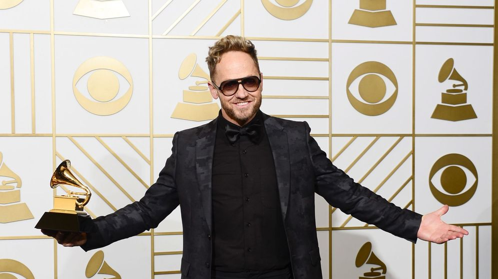 Foto: El cantautor TobyMac con su Grammy en 2016. Foto: Efe
