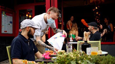 Inglaterra estudia cerrar bares y restaurantes para contener el coronavirus
