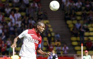 Abidal planta al Mónaco y es nuevo jugador del Olympiacos de Michel