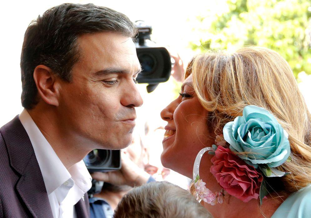 Foto: Pedro Sánchez saluda a Susana Díaz en su visita a la Feria de Abril de Sevilla, el pasado miércoles. (Reuters)
