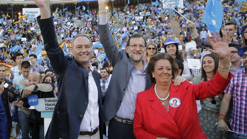 Foto: Rita Barberá, junto a Mariano Rajoy y Alberto Fabra, el pasado mes de mayo. (Reuters)