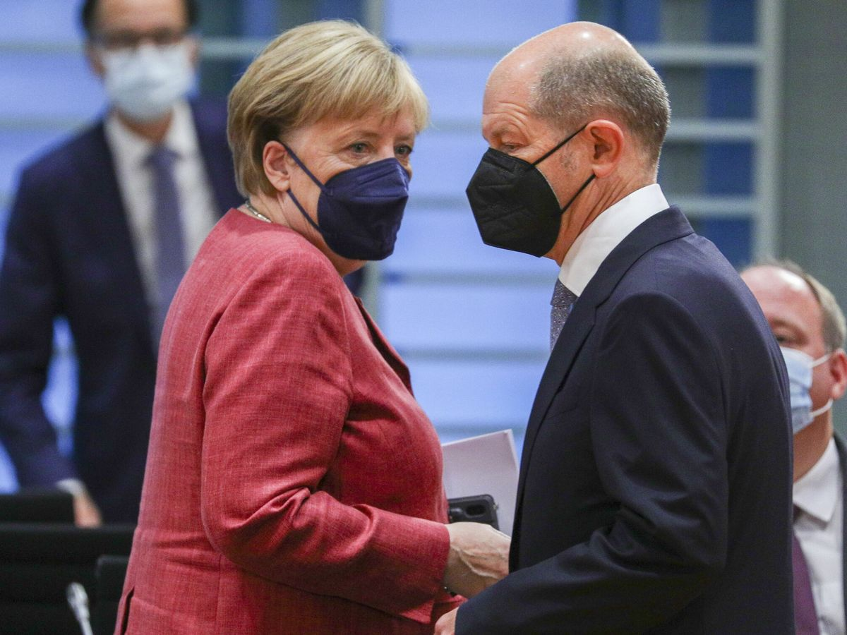 Foto: La canciller alemana, Angela Merkel, y el candidato socialdemócrata, Olaf Szcholz. (EFE)