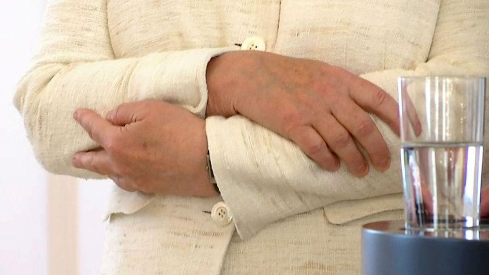 Angela Merkel vuelve a sufrir temblores corporales durante un acto oficial
