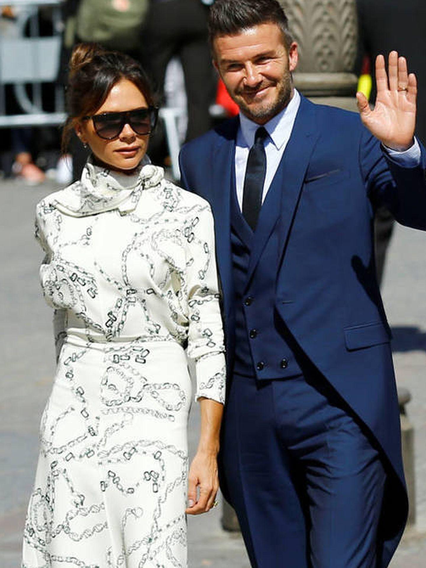 Los looks de Victoria y David Beckham para la boda de Sergio Ramos y Pilar Rubio. (Reuters)