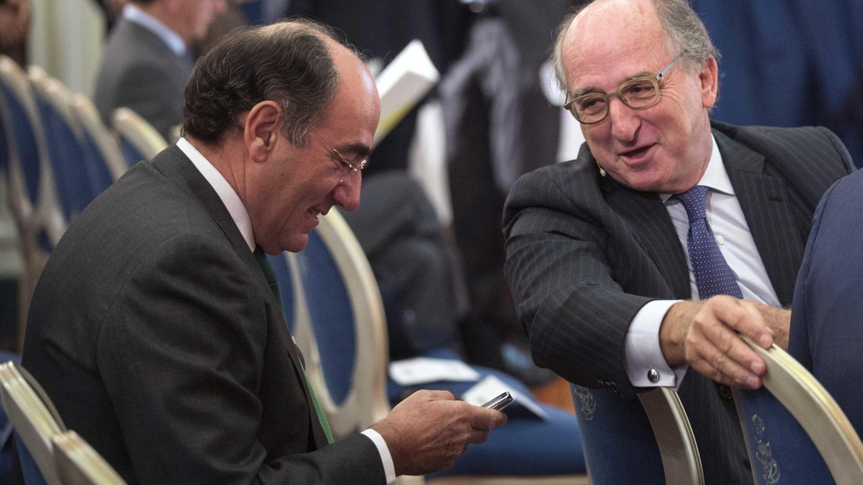 Los presidentes de Repsol, Antonio Brufau, y de Iberdrola, Ignacio Sánchez Galán. (EFE)