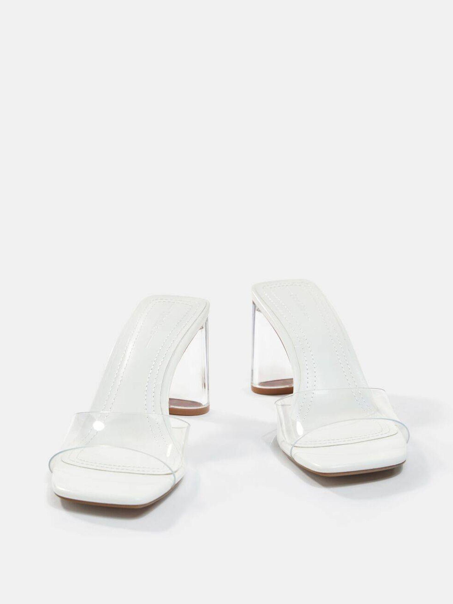 Las sandalias de Bershka. (Cortesía)