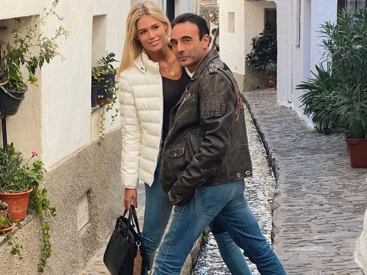 Foto: Enrique Ponce y Ana Soria durante un paseo en pareja. (Instagram @enriqueponce)