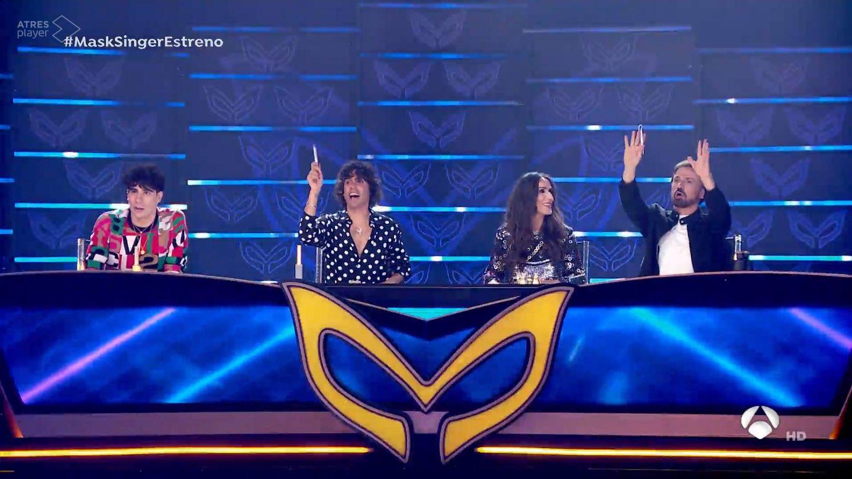 Los Javis, Malú y José Mota, en 'Mask Singer'. (Atresmedia)