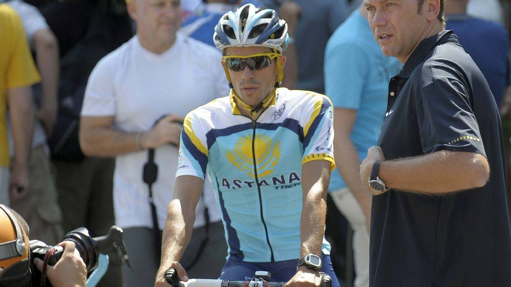 Foto: Bruyneel, junto a Contador en un entrenamiento de Astana en Mónaco. (EFE)