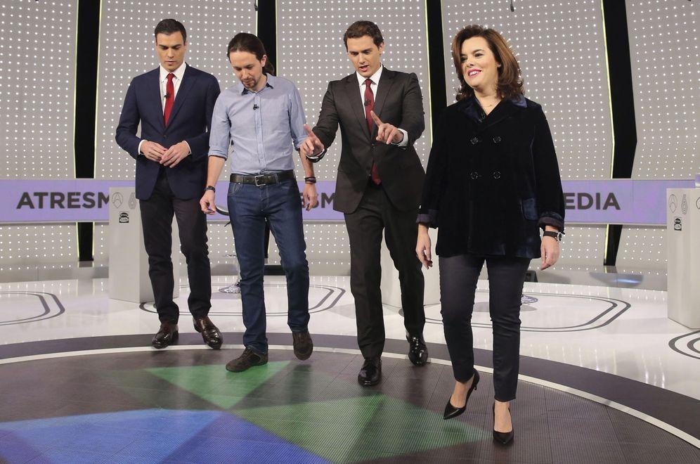 Foto: Pedro Sánchez, Pablo Iglesias, Albert Rivera y Soraya Sáenz de Santamaría, minutos antes del debate de Atresmedia celebrado el pasado 7 de diciembre. (EFE)