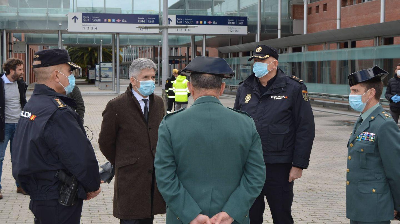 El ministro del Interior habla en IFEMA con oficiales de la G. Civil y el CNP. (M. G. R.)