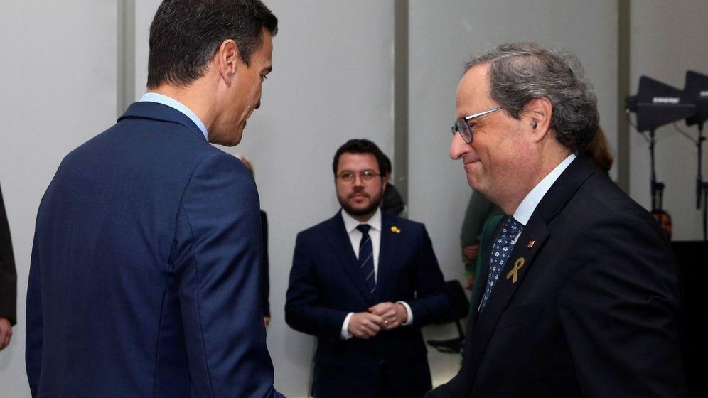 Foto: El presidente del Gobierno, Pedro Sánchez (i), saluda al presidente de la Generalitat de Cataluña, Quim Torra (d). Foto: EFE