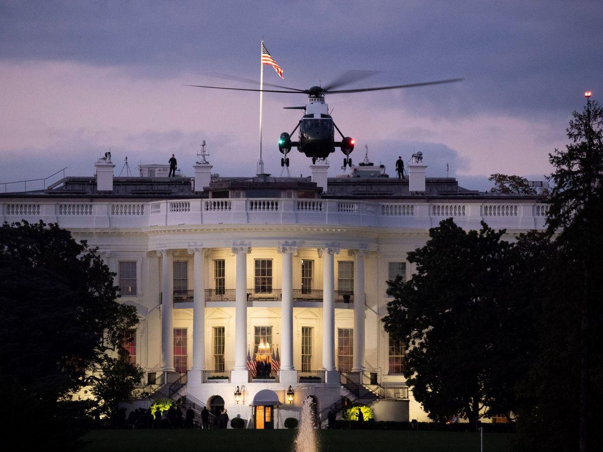 Foto: El Marine One despega ante la Casa Blanca. (Reuters)