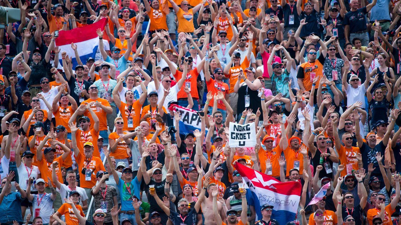 Los aficionados de Verstappen, animando en el Red Bull Ring. (EFE)