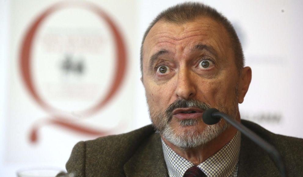 Foto: El escritor y académico Arturo Pérez Reverte, durante la presentacíon en la sede de la RAE de la edición popular y escolar del 'Quijote'. (EFE)