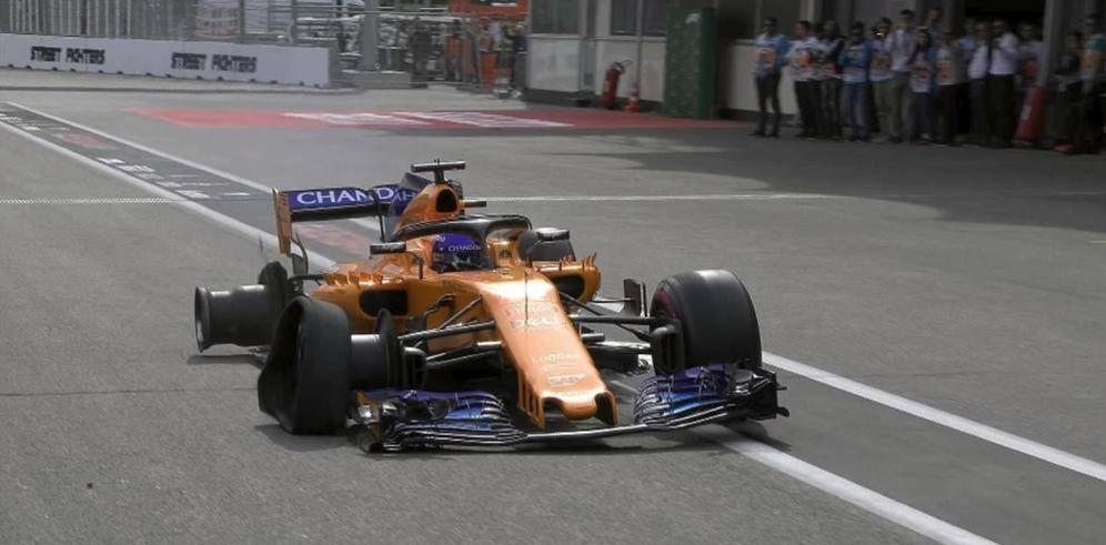 Foto: El día que Alonso pinchó en Bakú y logró dominar su monoplaza durante dos horas.