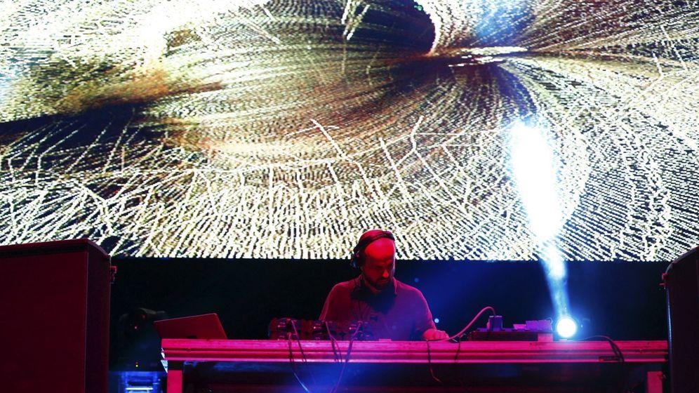 Foto: Matthew Herbert DJ durante su actuación en el Mulafest 2016 en Madrid. (EFE)