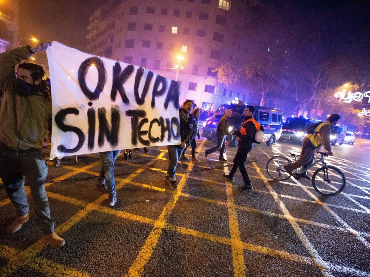 Foto: Manifestación pro-okupación en Barcelona, en diciembre de 2018. (EFE)