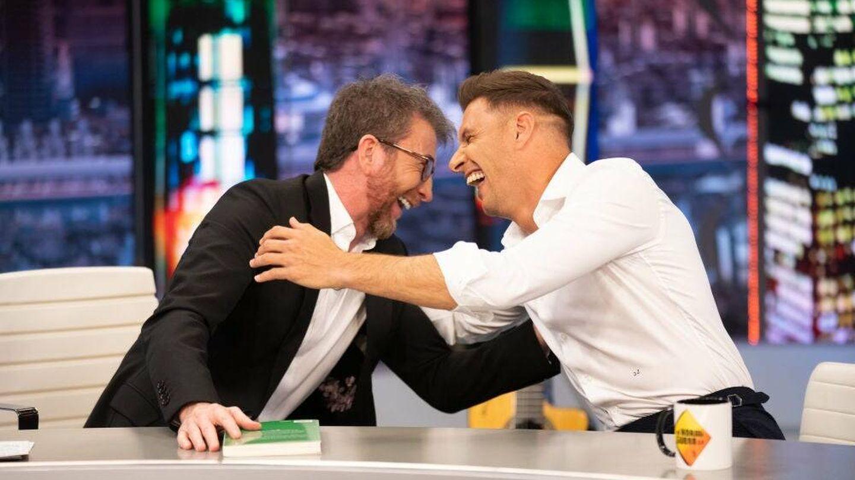 Joaquín Sánchez, riéndose junto a Pablo Motos. (Atresmedia)