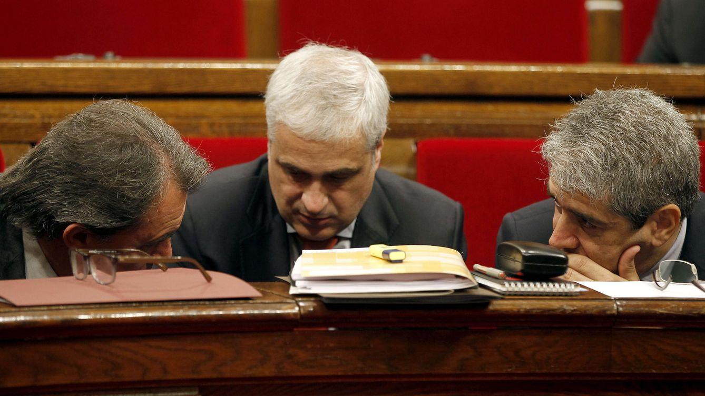 Foto: Artur Mas, Germà Gordó y Francesc Homs durante una sesión de control al ejecutivo catalán. (EFE/Alberto Estévez)
