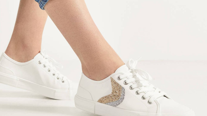 Bershka está arrasando con estas zapatillas deportivas al increíble precio de 8 euros