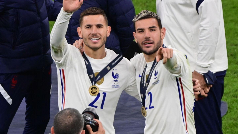 Lucas y Theo, los hermanos Hernández, celebran el triunfo con Francia en la Liga de Naciones. (EFE)