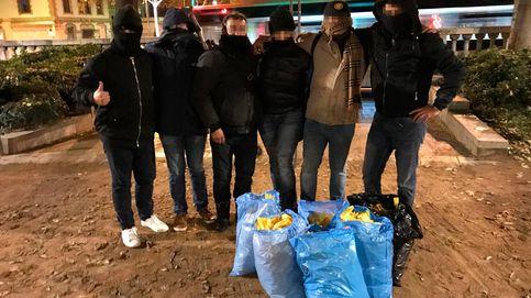 Una noche con los escuadrones voluntarios que 'limpian' Cataluña de lazos amarillos