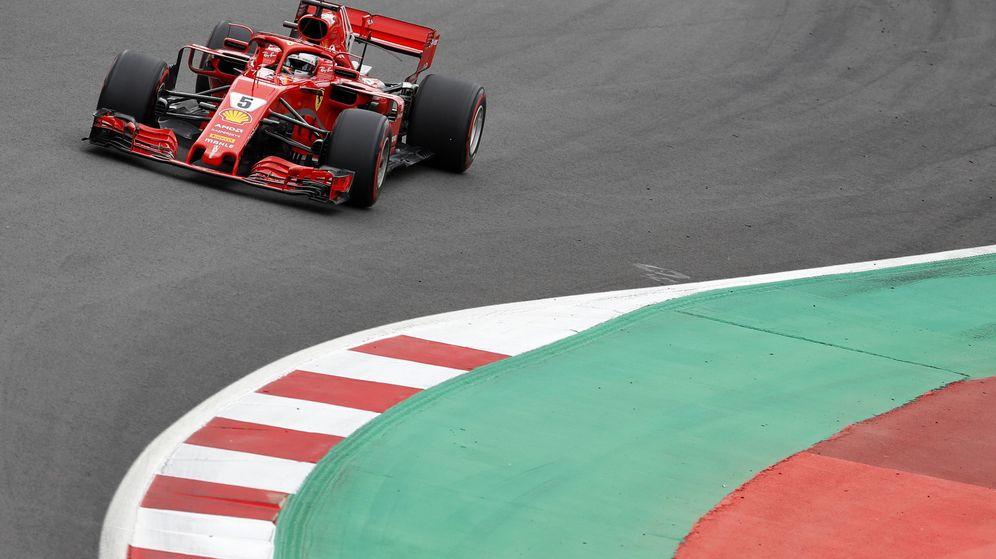 Foto: Sebastian Vettel sobre el asfalto de Montmeló. (EFE)