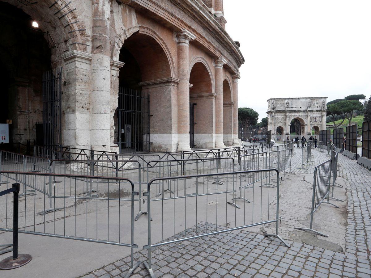 Foto: La entrada al Coliseo de Roma, sin turistas por el coronavirus. (Reuters)