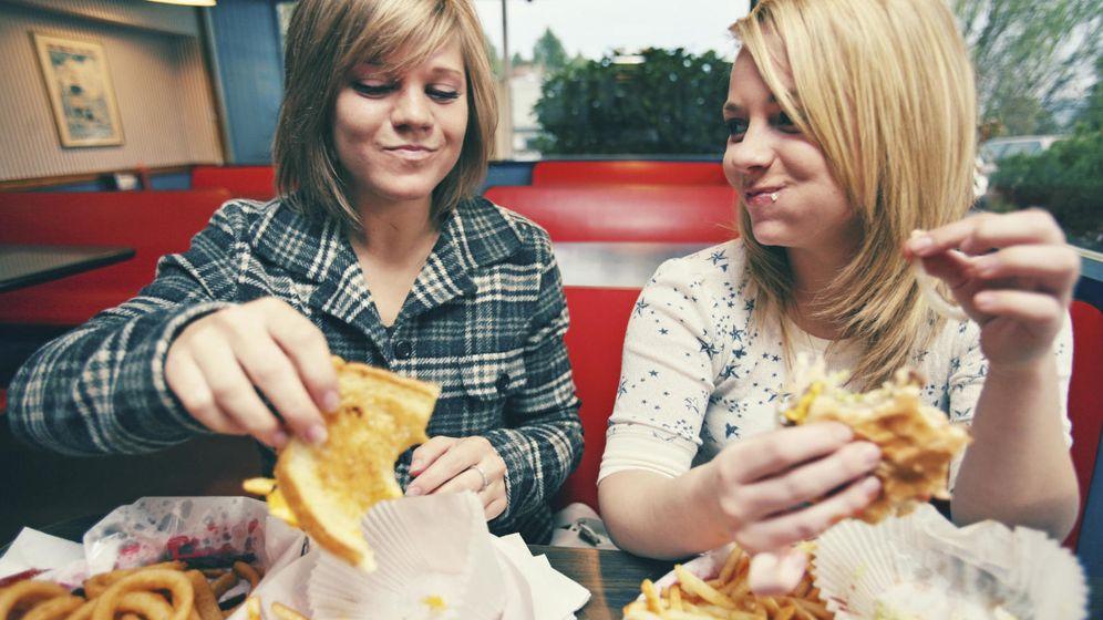 Foto: Un estudio revela cantidades alarmantes de sal en la comida de algunas cafeterías. (istock)