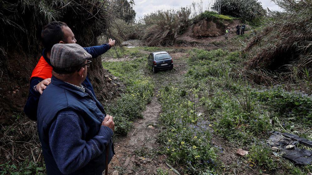 Foto: Lugar donde quedó atrapado el vehiculo de la pareja que rescató el guardia civil desaparecido. (EFE)