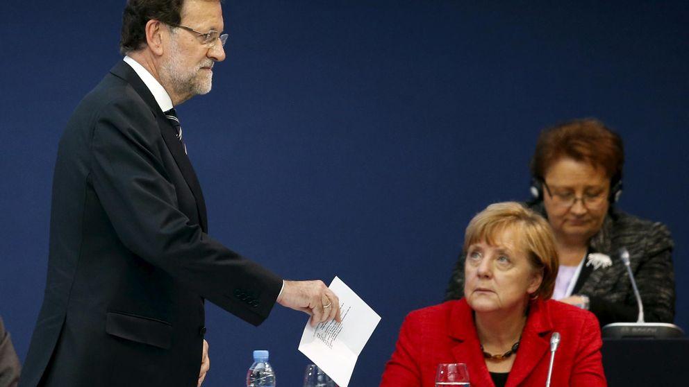 Merkel no sabe a quién felicitar: si a Rajoy, Sánchez o a Iglesias
