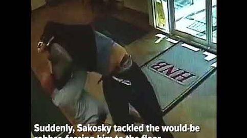 El estadounidense que evitó el robo a mano armada de un banco placando al atracador