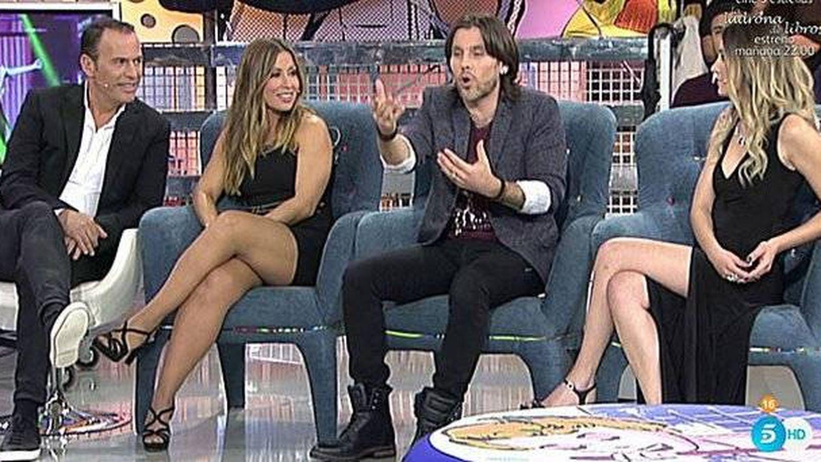 Foto: Carlos Lozano en 'Sálvame Deluxe' junto a Verónica, Javián y Mireia de 'OT1'
