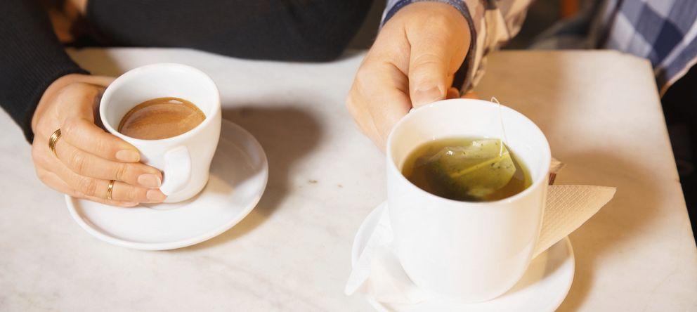 Foto: Existe la creencia de que el té es más saludable que el café, sin embargo no es así. (iStock)