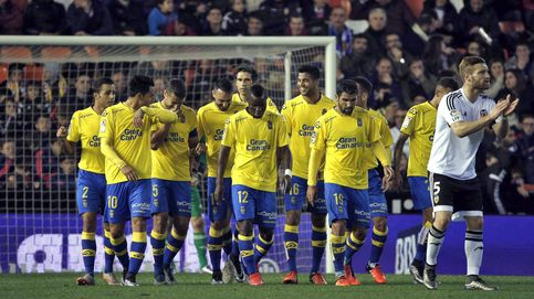 El Valencia sigue decepcionando y deja que Las Palmas tome la delantera