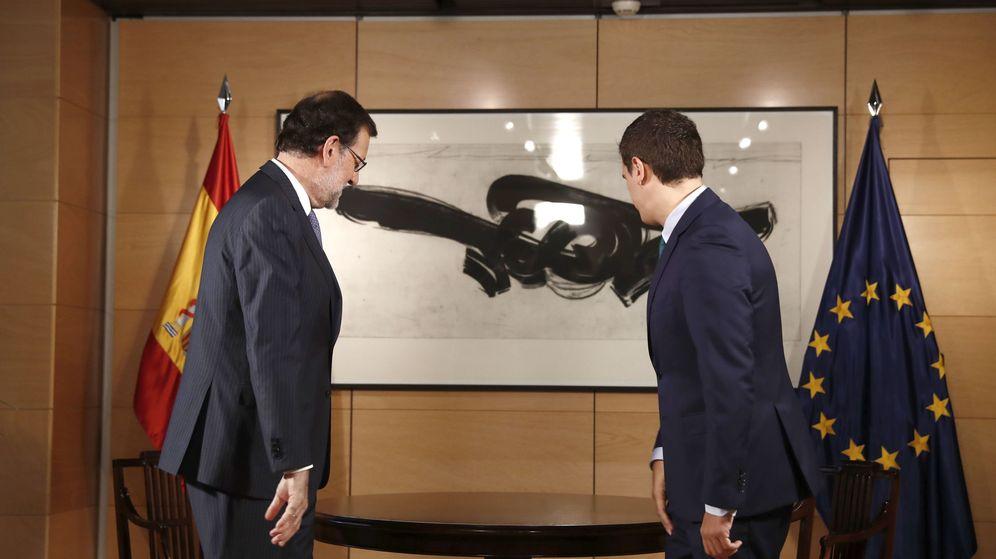 Foto: Mariano Rajoy y Albert Rivera se reúnen en el Congreso de los Diputados tras el encargo del Rey al candidato del PP. (EFE)
