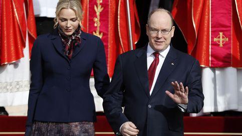 Junto al príncipe Alberto (e igual de seria que siempre): la reaparición de Charlène