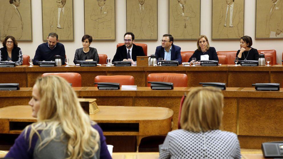 El PSOE presiona a las confluencias para que monten grupo con IU