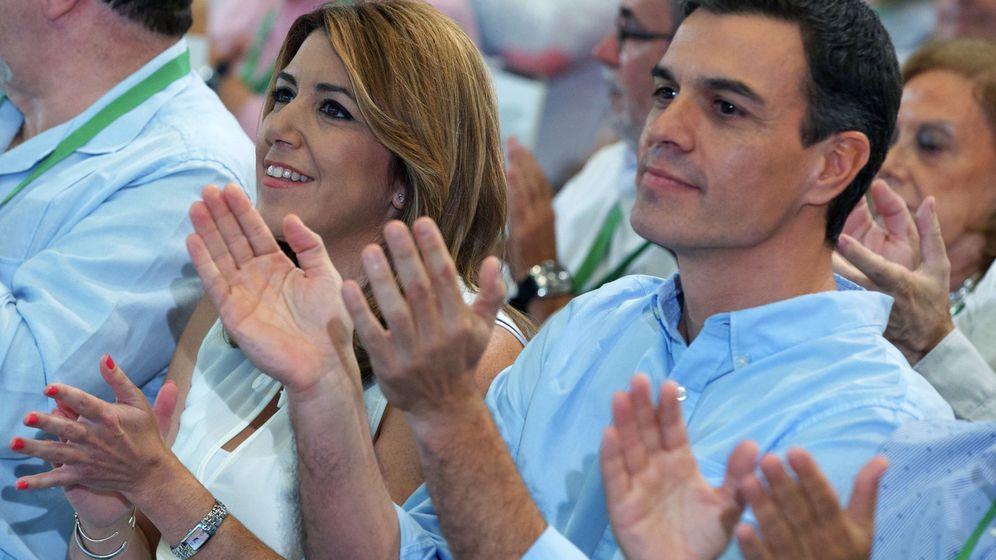 Foto: Susana Díaz y Pedro Sánchez, en el congreso del PSOE-A el pasado julio, en Sevilla. (EFE)