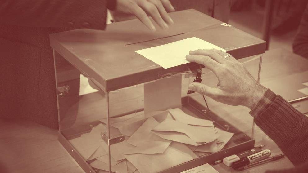 El PSOE se desploma pero gobernará con Cs o Adelante Andalucía y el PP se hunde
