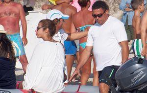 Ronaldo Nazario en Formentera junto a su prometida Paula Morais