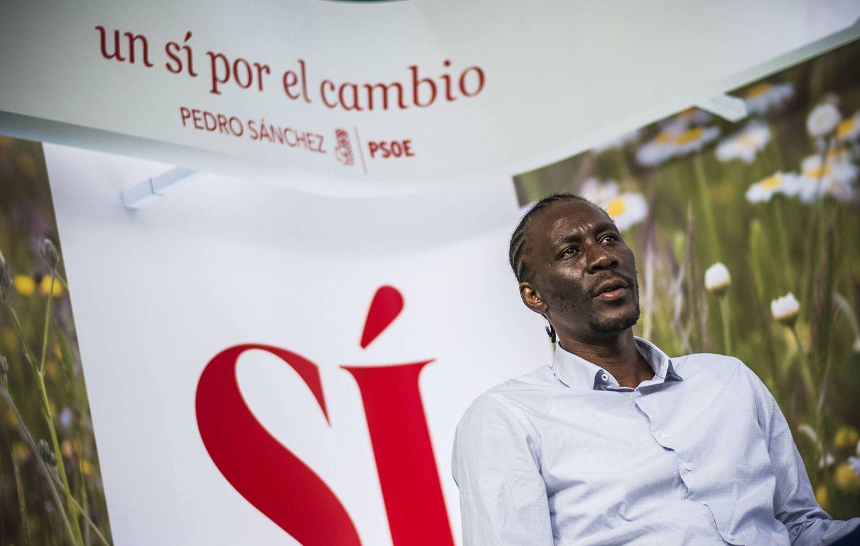 Foto: Luc André Diouf, el pasado 30 de mayo en Ferraz. Defiende sin pestañear la política migratoria del PSOE y califica la de Podemos de irreal. (Carmen Castellón)