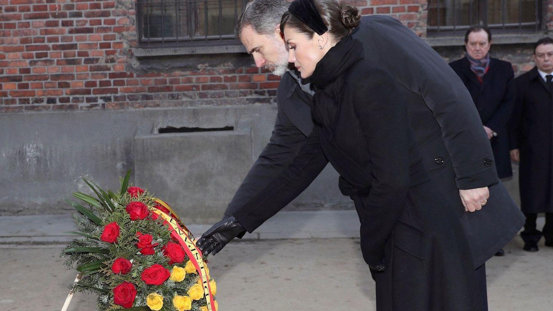 El rey Felipe VI y la reina Letizia, en Auschwitz. (EFE)