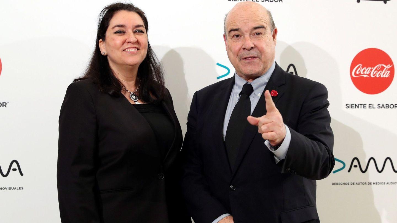 Antonio Resines, junto a Ana en una entrega de premios. (EFE)