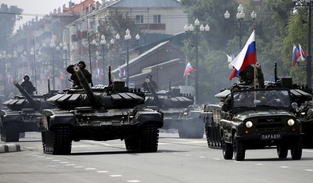 Foto: Tanques T-72 desfilan durante la celebración del 70º aniversario del final de la Segunda Guerra Mundial en Yuzhno-Sakhalinsk, el 2 de septiembre de 2015 (Reuters)
