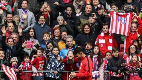 Más de 25.000 aficionados dan la bienvenida a Diego Costa y Vitolo en el Wanda
