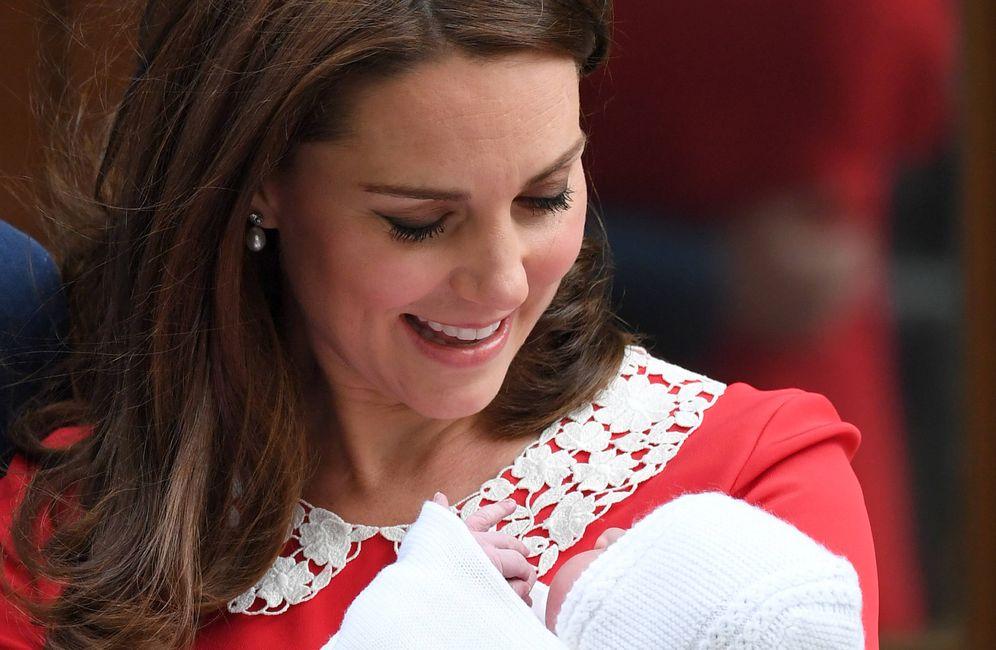 Foto: La duquesa de Cambridge, con su hijo Louis. (Getty)