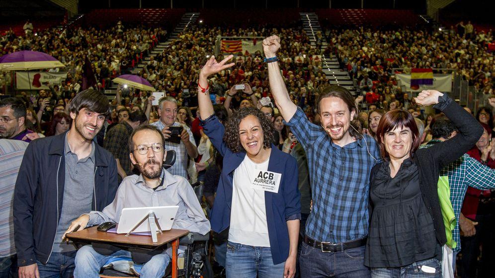Foto: Echenique e Iglesias con la cúpula de Podemos en el País Vasco. (EFE)